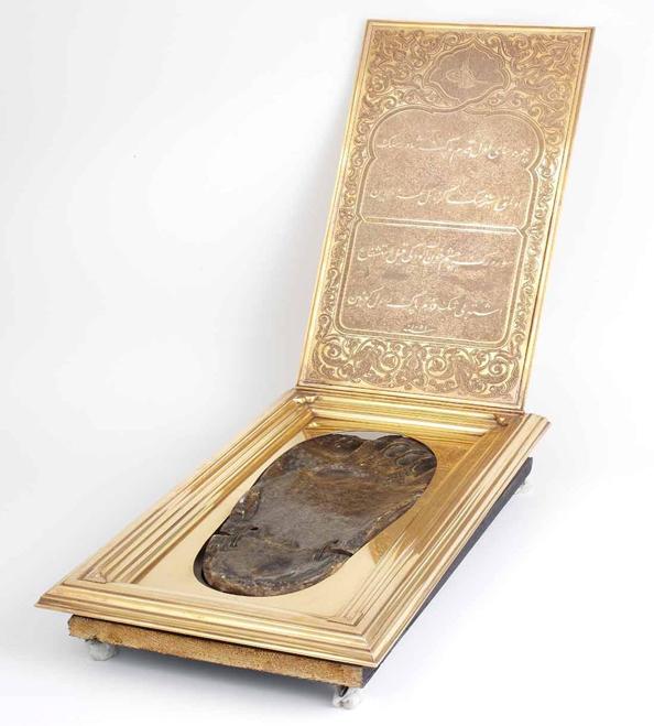 Footprint (R) of the Prophet Muhammad on onyx marble